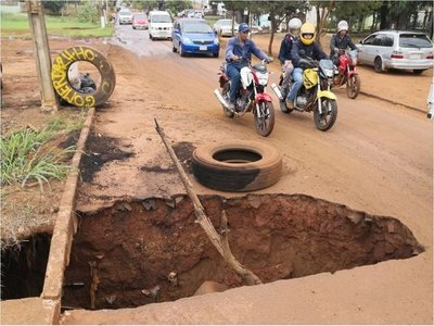 CDE: Intendente dice que no puede arreglar calles por culpa de Junta