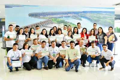 Entregan certificados a promotores ambientales de Hernandarias