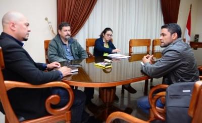 Municipios de CDE y Franco unen fuerzas para limpiar el atracadero