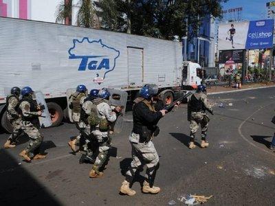 Represión en Ciudad del Este: Policías utilizan balines de gomas y gas lacrimógenos para dispersar a manifestantes