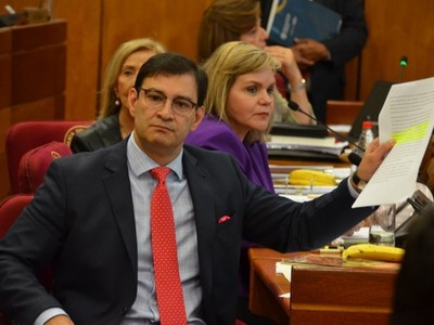 Cartes está moviendo magistralmente las piezas, según legislador de Añetete