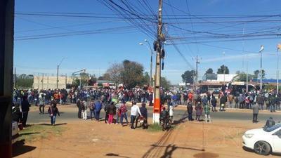 Labriegos cierran ruta en San Pedro y piden juicio político