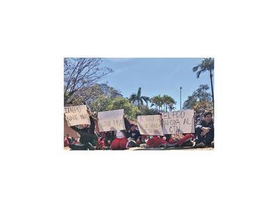 Estudiantes seguirán protestando en forma permanente