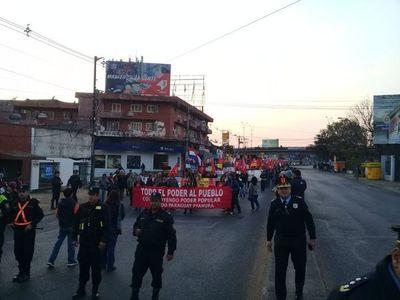 Larga marcha contra el Poder Ejecutivo llega hasta Asunción y se acerca al microcentro