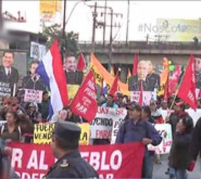 Campesinos marchan exigiendo juicio político al Ejecutivo
