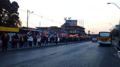 Larga marcha contra el Ejecutivo llega hasta Asunción