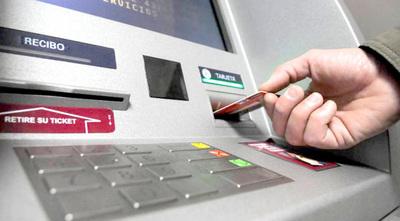Desconocidos clonan tarjeta de crédito y extraen G. 20 millones de la cuenta de una mujer