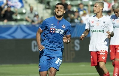 Cruz Azul tira la pelota a Cerro