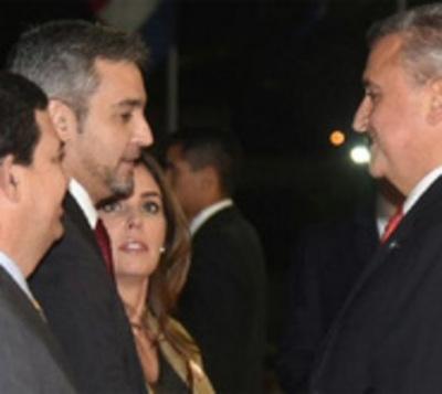 Abdo nombra a algunos ministros que seguirán en el Gobierno