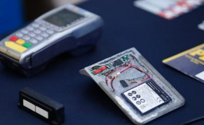 Clonan tarjeta y roban G. 20 millones