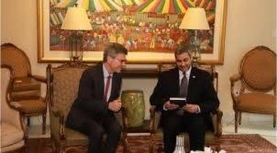 """HOY /  """"Destapo la olla si me sacan del  Ministerio"""": filtran mensajes que  enlodan a Ullón y Jeffrey Sachs"""
