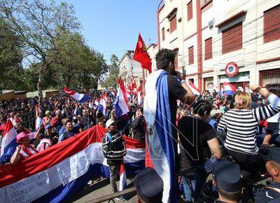 Ciudadanos exigieron juicio político a Abdo y Velázquez