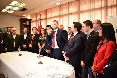HOY / Diputados de Añetete visitan a Cartes para tratar el juicio político