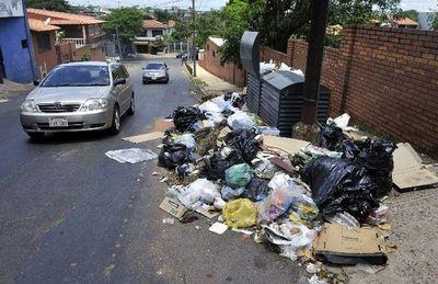 Entre mugre y baches, Asunción llora de pena en su 482° aniversario