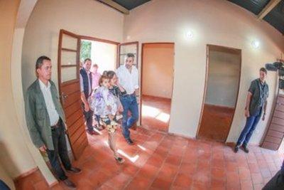 Otorgan nuevas condiciones de vida a familias de Guayaibí mediante entrega de viviendas