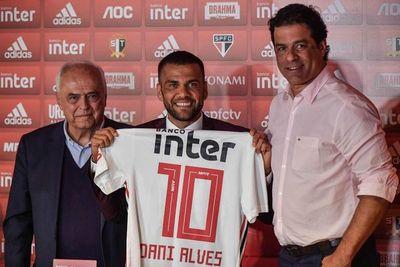 Posibles debuts de Alves y Juanfran centran la atención