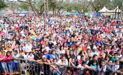 Multitudinaria concurrencia en festejo por día del niño
