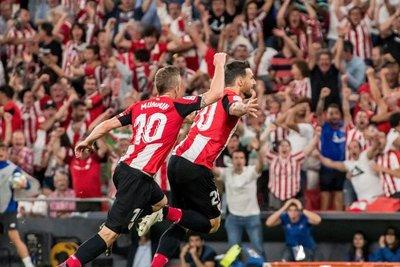 Un golazo de Aduriz le da la victoria al Bilbao sobre el Barcelona