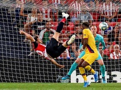 Aduriz, eterno, tumba al Barça con un gol de antología