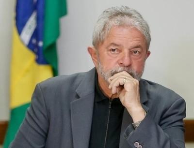 Lula afirma que quiere salir de la cárcel solo con el '100 % de inocencia'