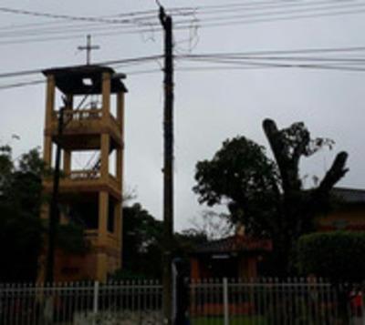 Vándalos destrozan iglesia de Coronel Oviedo
