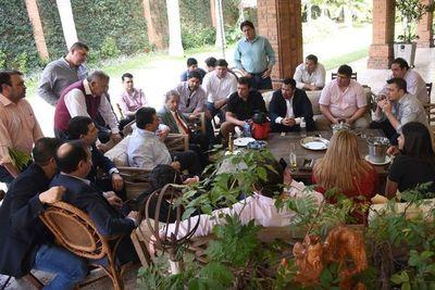 Abdo recibe  a diputados cartistas