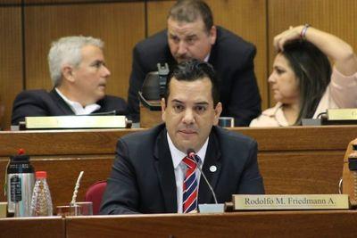 Friedmann ya considera entregar la banca usurpada en el Senado