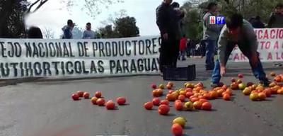 Productores de tomates cierran ruta ante la falta de soluciones al sector
