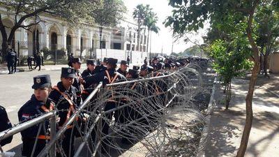 Congreso rodeado de policías y barricadas con púas