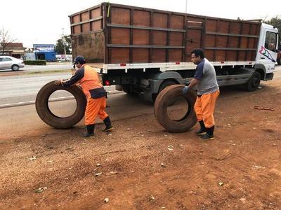 Retiran neumáticos arrojados a las calles por inadaptados