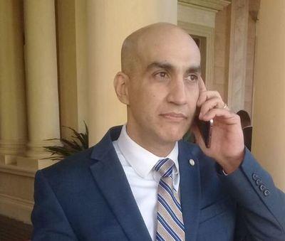 """Ministro de Salud dice que """"ni pensó"""" en renunciar al cargo"""