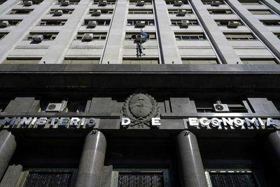 Argentina se propone estabilizar mercado cambiario y cumplir meta fiscal