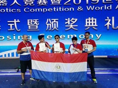 Paraguayos logran tercer puesto en competencia de robótica en China