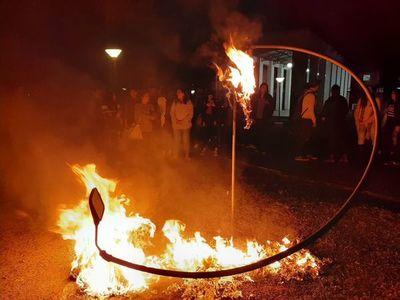 """Universitarios """"queman"""" a Abdo y a Velázquez para exigir sus renuncias"""