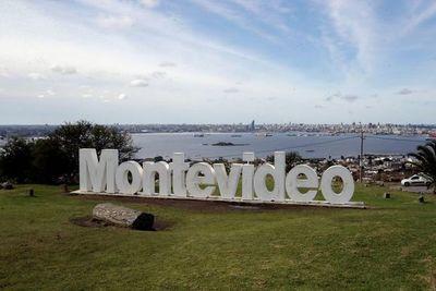 Montevideo a vista de pájaro desde lo alto de una jirafa, una vela o Goliat