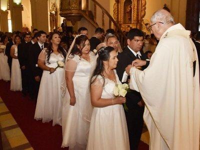 80 parejas dieron el sí en una emotiva ceremonia en la Catedral