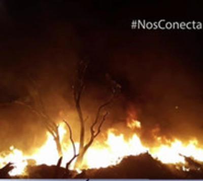 Quema de basura ocasiona gran incendio en recicladora de Capiatá