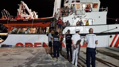 """Desembarcaron en Lampedusa los 83 migrantes del """"Open Arms"""""""