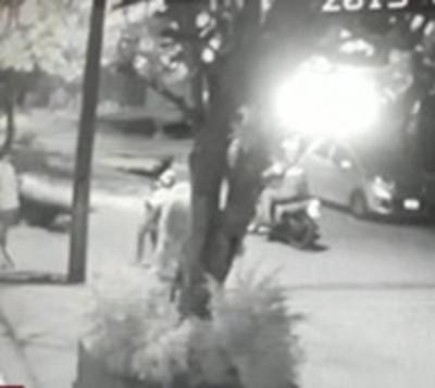 Nuevo ataque de motochorros: Roban a jóvenes con suma violencia