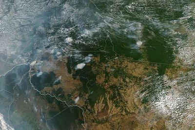 Focos de incendio aumentan 83% en Brasil, a causa de deforestación y sequía