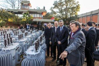 Gobierno entregó primer lote de transformadores a la ANDE