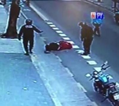 Patada mortal: Policía mata a hombre que entorpecía el tránsito