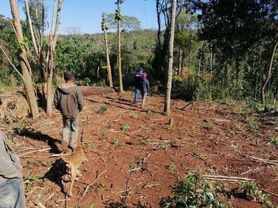 Grupo de nativos invade el Parque Caazapá
