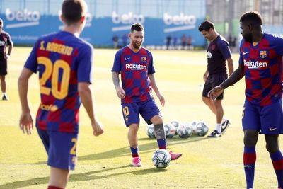 Messi ya entrena con sus compañeros