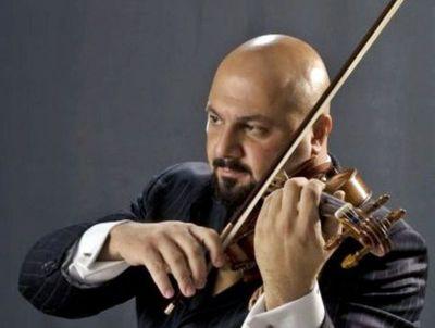 Violinista ecuatoriano toca con la OSIC