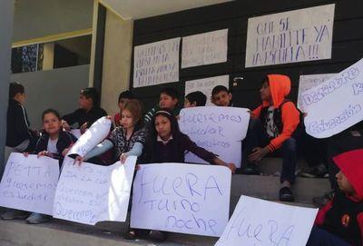 En Sajonia, alumnos toman escuela para exigir su habilitación