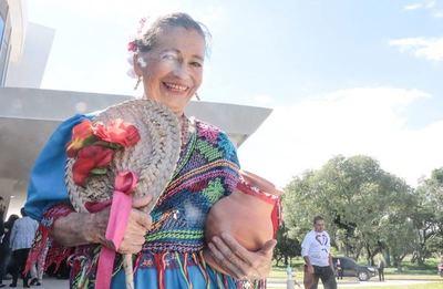 Hoy se celebra el día del Folklore Paraguayo