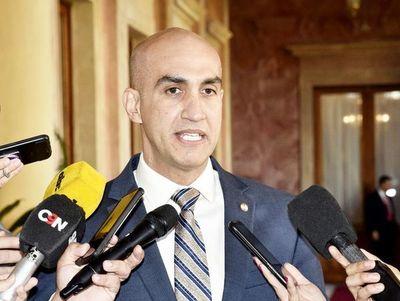 Ministro de Salud descarta casos de sarampión, dice que es varicela