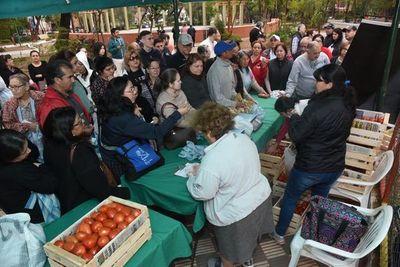 Éxito rotundo en feria del tomate en Asunción
