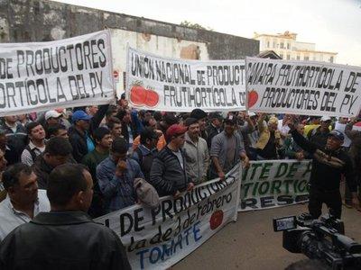 """Tomateros reclaman a autoridades """"responsables del contrabando"""""""